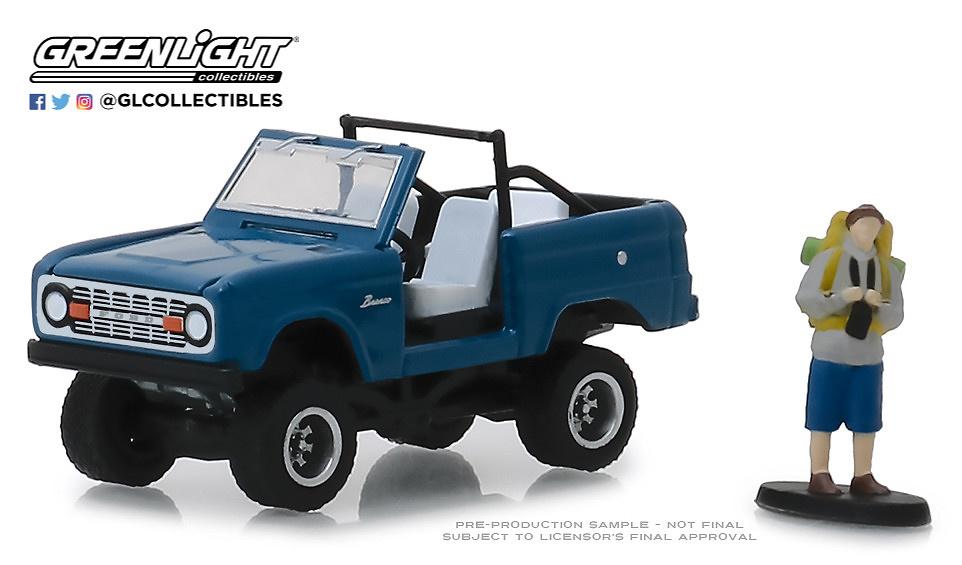 Ford Bronco sin puertas con mochilero (1967) Greenlight 1/64
