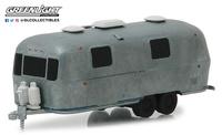 "Airstream Double-Axle Land Yacht Safari ""Unrestored"" (1971) Greenlight 1:64"